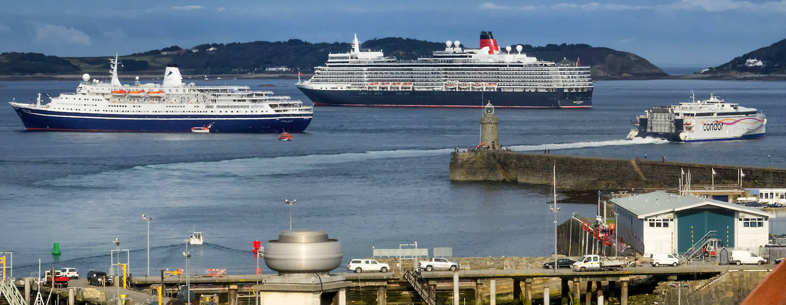 Cruise ships and Condor outside the harbour